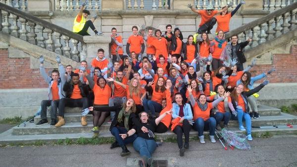 Les volontaires de la Loire après leur chantier de nettoyage à l'Ecole des Beaux-Arts